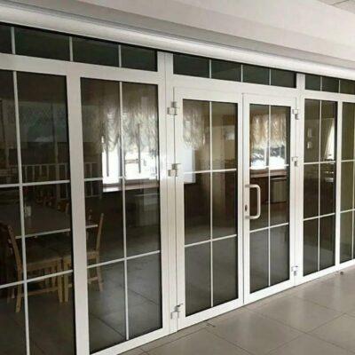Двери из ПВХ и алюминия